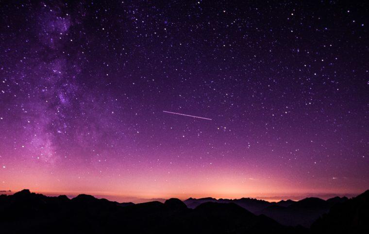 宇宙空間の夜明け